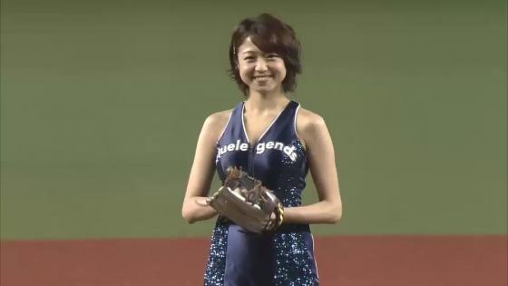 中村静香 始球式のパンチラ&Fカップ谷間キャプ 画像21枚 9