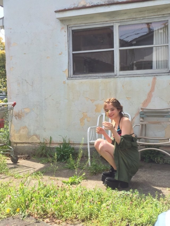 瑛茉ジャスミン ヤンマガのCカップ谷間水着グラビア 画像25枚 12
