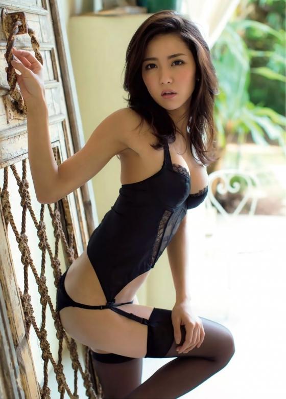 石川恋 フラッシュのDカップ谷間&美尻食い込み 画像31枚 18