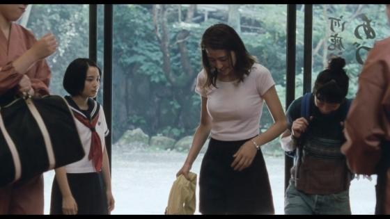 長澤まさみ 海街diaryの着替えブラ姿と着衣巨乳キャプ 画像32枚 14