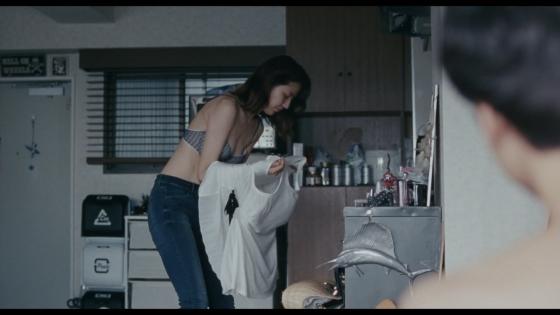 長澤まさみ 海街diaryの着替えブラ姿と着衣巨乳キャプ 画像32枚 7