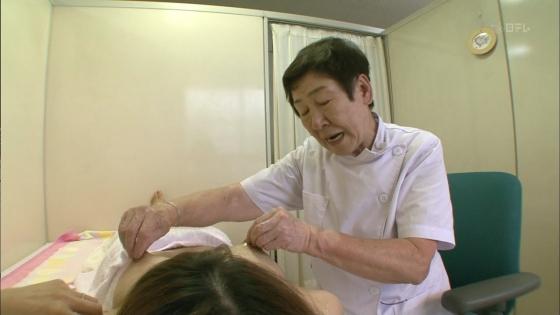 授乳や乳がん検診で映った真面目な乳首キャプ 画像32枚 4