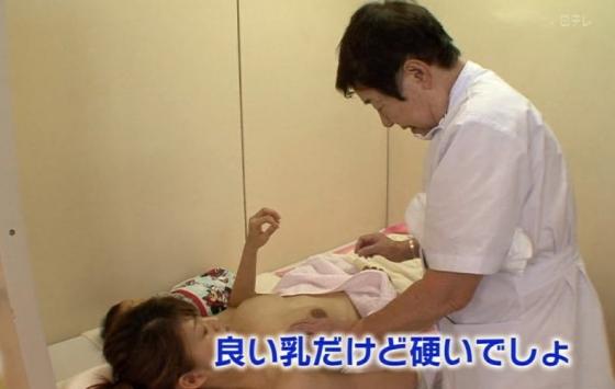 授乳や乳がん検診で映った真面目な乳首キャプ 画像32枚 6