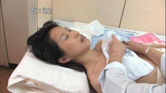 授乳や乳がん検診で映った真面目な乳首キャプ 画像32枚 8
