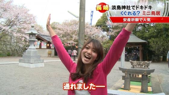 宮崎真実 ピンクパンチラ披露の安産祈願鳥居くぐりキャプ 画像14枚 13
