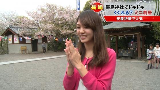 宮崎真実 ピンクパンチラ披露の安産祈願鳥居くぐりキャプ 画像14枚 1