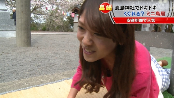宮崎真実 ピンクパンチラ披露の安産祈願鳥居くぐりキャプ 画像14枚 4