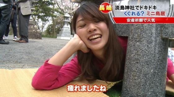 宮崎真実 ピンクパンチラ披露の安産祈願鳥居くぐりキャプ 画像14枚 6