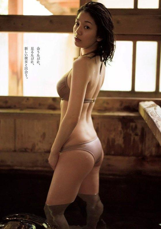 佐藤美希 水着姿Fカップ谷間&腋が眩しい週プレ最新グラビア 画像25枚 5