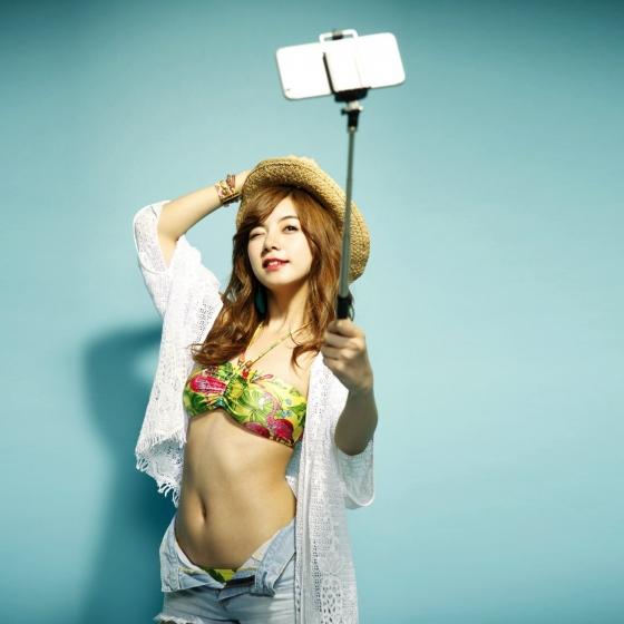 池田エライザ Gカップ爆乳谷間を着衣で披露したグラビア 画像28枚 22