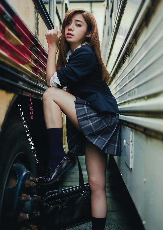 池田エライザ Gカップ爆乳谷間を着衣で披露したグラビア 画像28枚 3