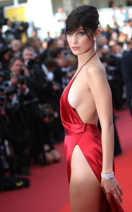 ベラ・ハディッド 陰毛と横乳がポロリしたカンヌのドレス姿 画像30枚 11