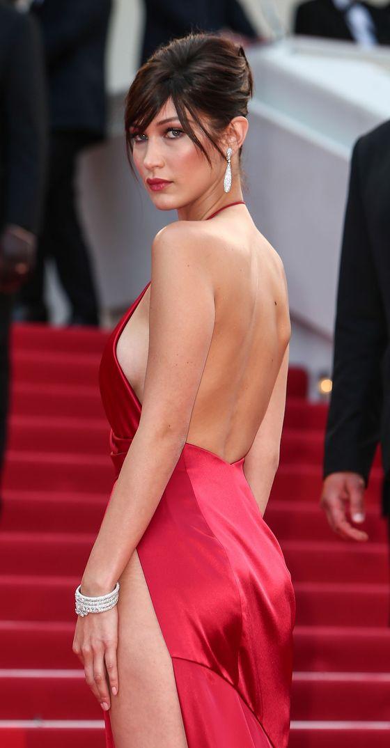 ベラ・ハディッド 陰毛と横乳がポロリしたカンヌのドレス姿 画像30枚 24
