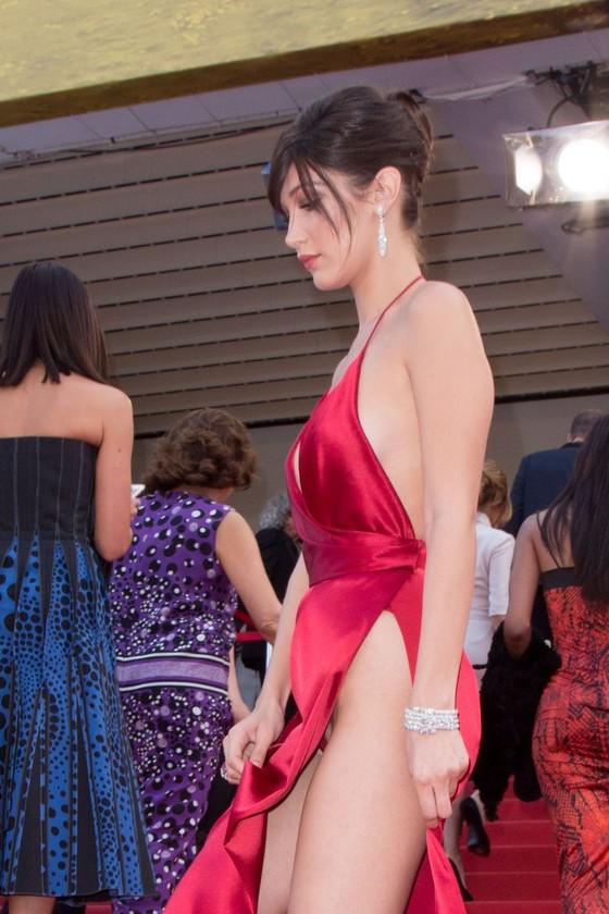 ベラ・ハディッド 陰毛と横乳がポロリしたカンヌのドレス姿 画像30枚 27