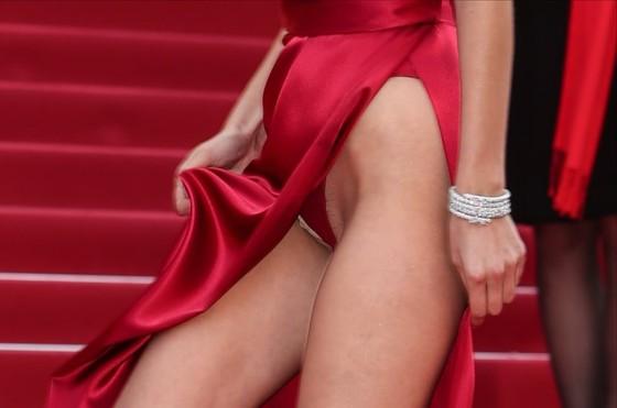 ベラ・ハディッド 陰毛と横乳がポロリしたカンヌのドレス姿 画像30枚 3