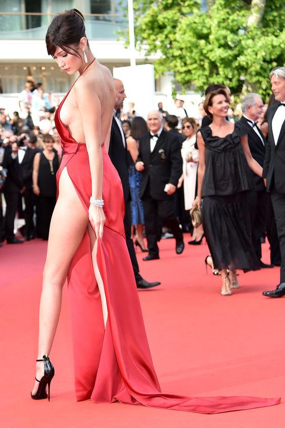 ベラ・ハディッド 陰毛と横乳がポロリしたカンヌのドレス姿 画像30枚 4
