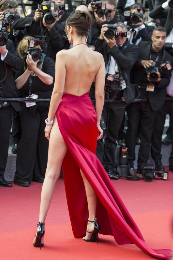 ベラ・ハディッド 陰毛と横乳がポロリしたカンヌのドレス姿 画像30枚 5