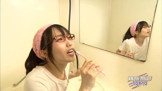 加藤里保菜 メガネなしの歯磨き姿&太ももキャプ 画像30枚 4