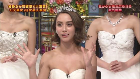 伊藤綾子 さんま御殿のウェディング姿胸チラキャプ 画像30枚 21