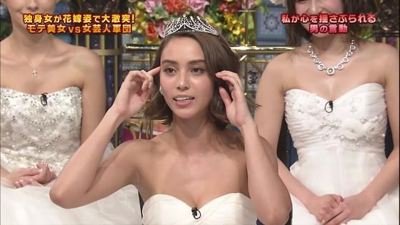 伊藤綾子 さんま御殿のウェディング姿胸チラキャプ 画像30枚 22