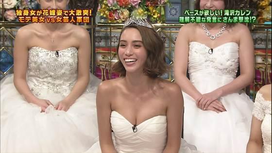 伊藤綾子 さんま御殿のウェディング姿胸チラキャプ 画像30枚 23