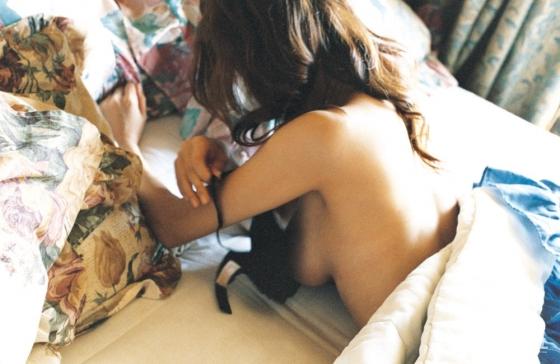 真木よう子 Gカップ爆乳手ブラセミヌードグラビア 画像39枚 18