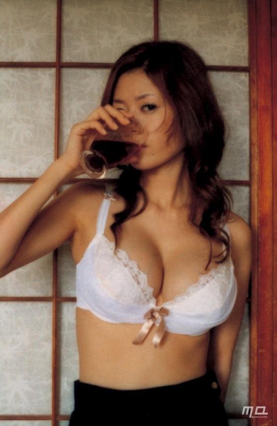 真木よう子 Gカップ爆乳手ブラセミヌードグラビア 画像39枚 26