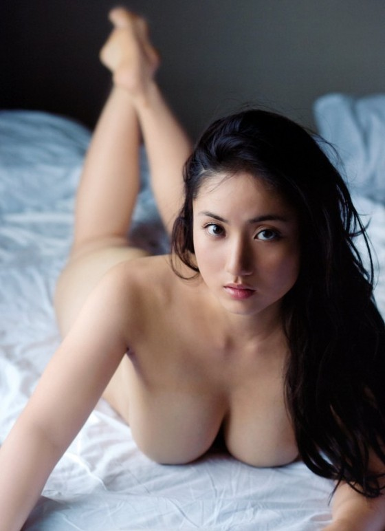 紗綾 フライデーの最新Fカップ巨乳下着姿グラビア 画像19枚 16