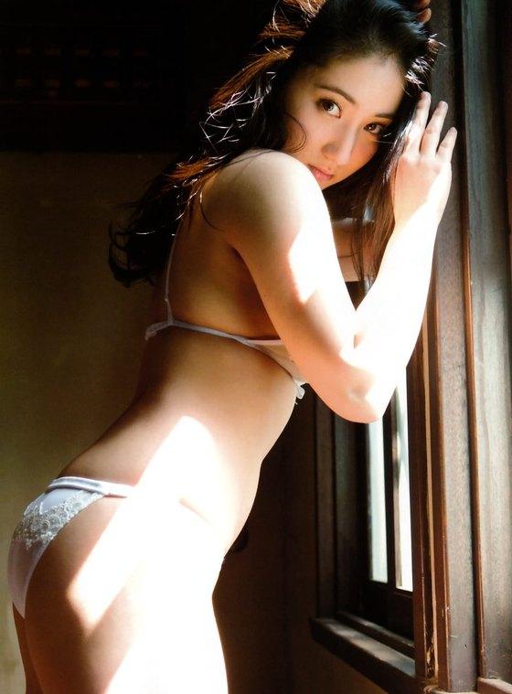 紗綾 フライデーの最新Fカップ巨乳下着姿グラビア 画像19枚 3