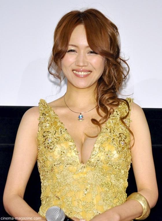 藤川千景 逮捕された美魔女タレントのFカップ谷間 画像19枚 10