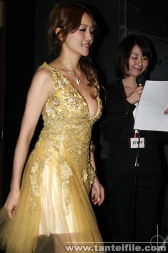 藤川千景 逮捕された美魔女タレントのFカップ谷間 画像19枚 12