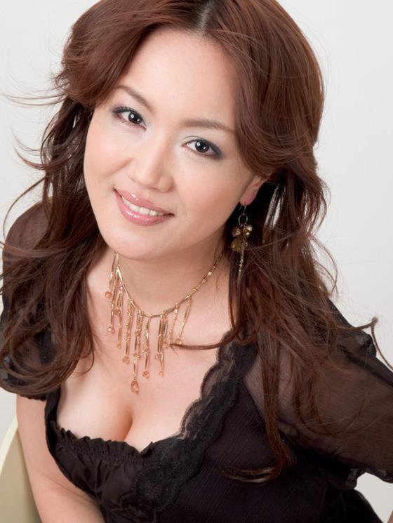 藤川千景 逮捕された美魔女タレントのFカップ谷間 画像19枚 13