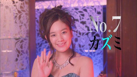 片山萌美 ドラマのキャバ嬢役で披露するGカップ谷間キャプ 画像30枚 10