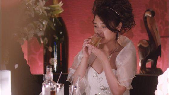 片山萌美 ドラマのキャバ嬢役で披露するGカップ谷間キャプ 画像30枚 13