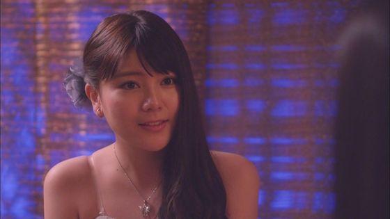 片山萌美 ドラマのキャバ嬢役で披露するGカップ谷間キャプ 画像30枚 15
