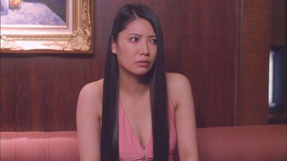 片山萌美 ドラマのキャバ嬢役で披露するGカップ谷間キャプ 画像30枚 16