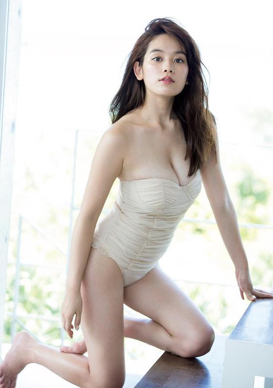 片山萌美 ドラマのキャバ嬢役で披露するGカップ谷間キャプ 画像30枚 26