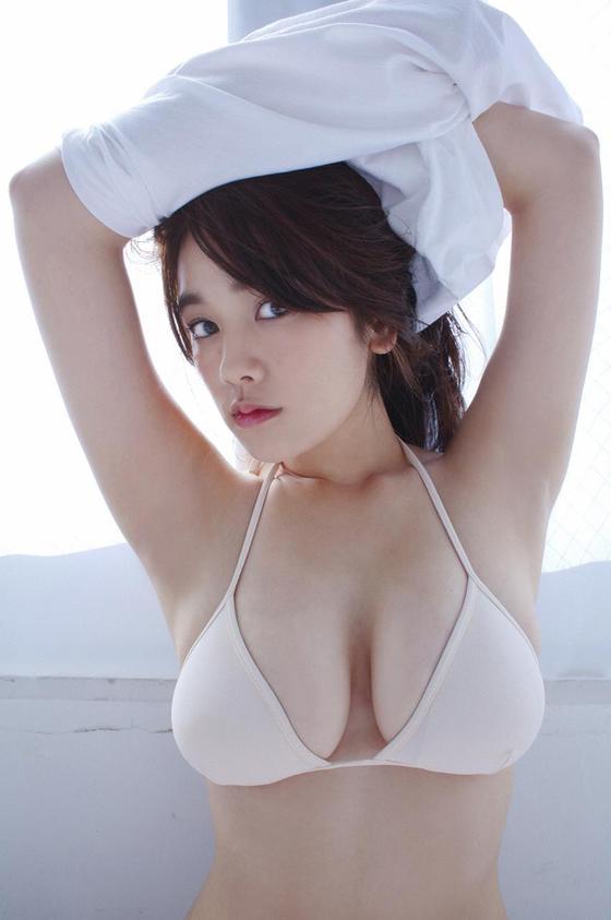 片山萌美 ドラマのキャバ嬢役で披露するGカップ谷間キャプ 画像30枚 29