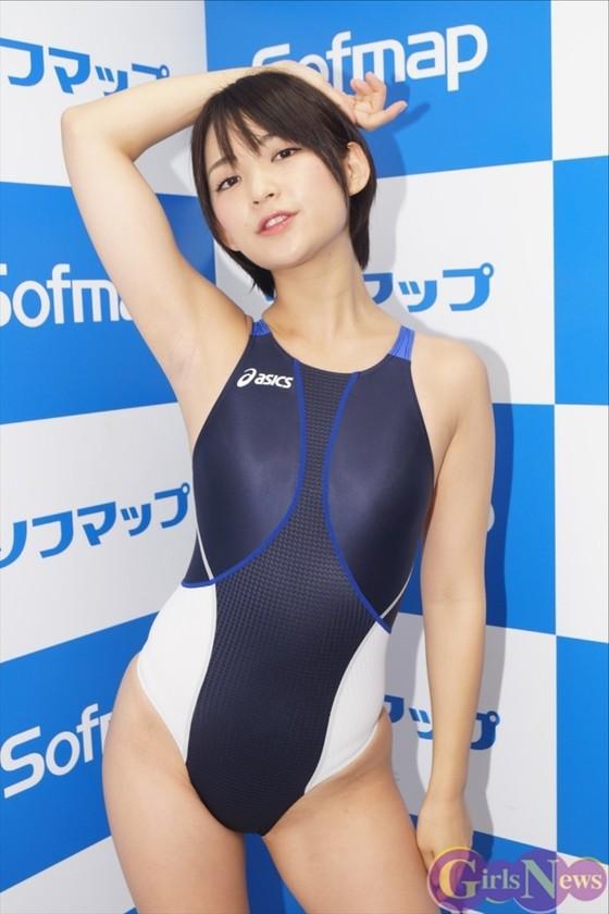 鈴木咲 競泳水着姿のAカップ貧乳ソフマップイベント 画像30枚 1