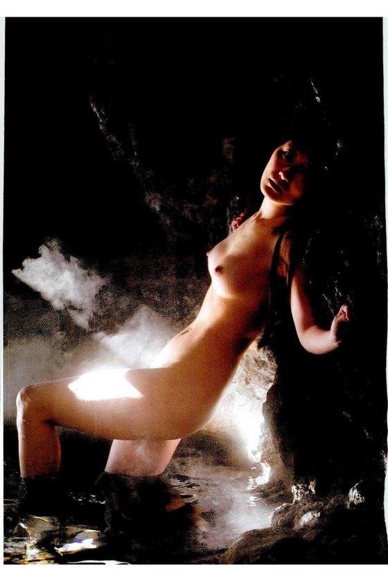 矢吹春奈 映画日本で一番悪い奴らの刺青ヌードグラビア 画像26枚 12