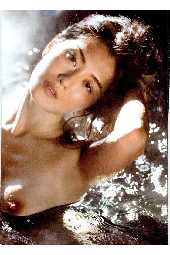 矢吹春奈 映画日本で一番悪い奴らの刺青ヌードグラビア 画像26枚 16