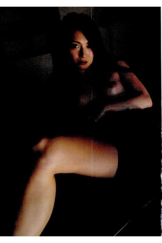 矢吹春奈 映画日本で一番悪い奴らの刺青ヌードグラビア 画像26枚 22