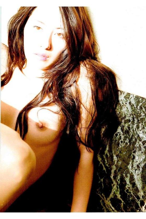 矢吹春奈 映画日本で一番悪い奴らの刺青ヌードグラビア 画像26枚 9