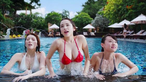 都丸紗也華 モンストCMのFカップ巨乳谷間キャプ 画像30枚 1