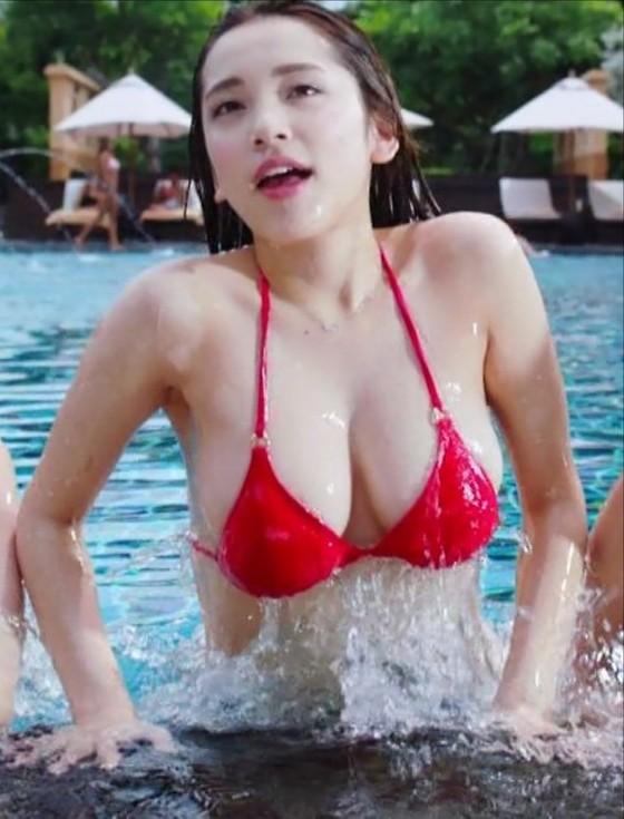 都丸紗也華 モンストCMのFカップ巨乳谷間キャプ 画像30枚 2