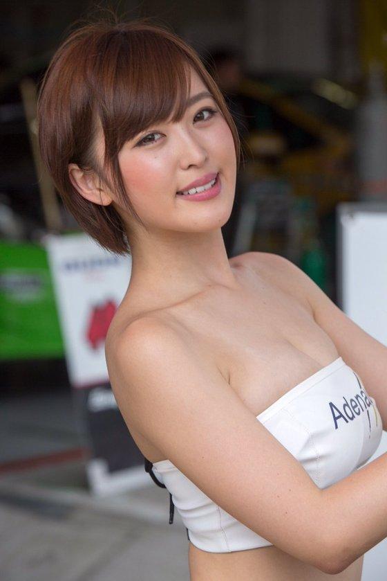 忍野さら レースクイーン兼現役女子大生のGカップ爆乳 画像21枚 9