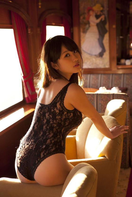 西田麻衣 写真集未熟PRイベントのIカップ谷間 画像30枚 13