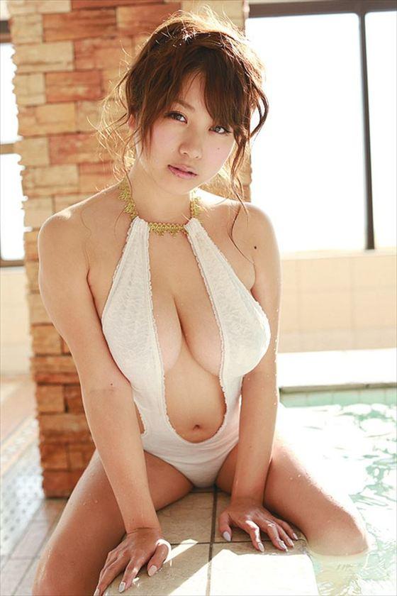 西田麻衣 写真集未熟PRイベントのIカップ谷間 画像30枚 29
