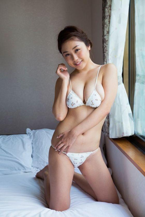 西田麻衣 写真集未熟PRイベントのIカップ谷間 画像30枚 8