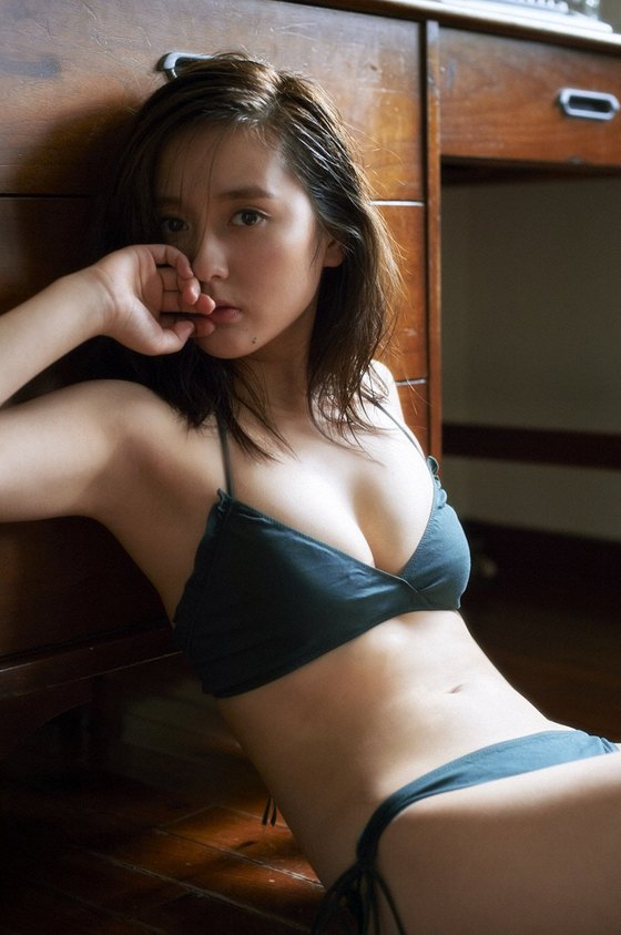 生田佳那 ヤンジャンの水着姿Eカップ谷間 画像22枚 18
